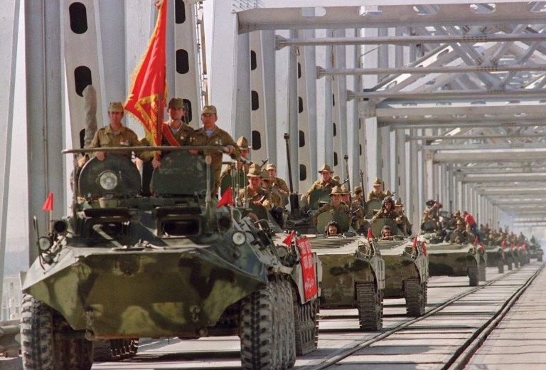 Resultado de imagen de Tropas soviéticas retirándose de Afganistán en 1988.